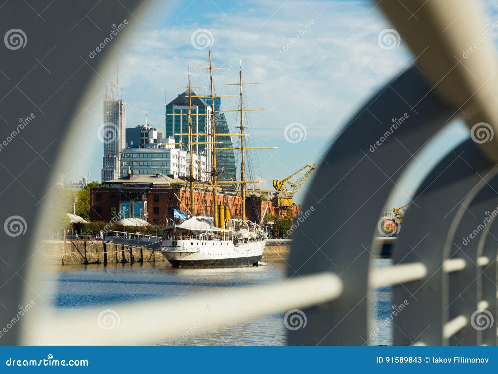 Sikt av port och området Puerto Madero, Buenos Aires