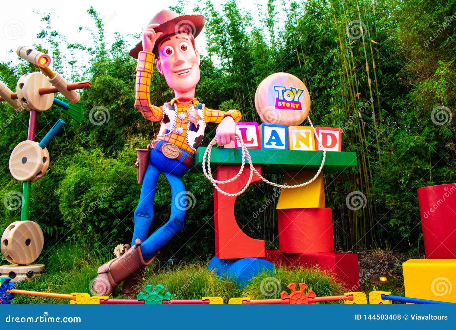 Sikt av sheriffen Woody i Toy Story Land den huvudsakliga ingången i Hollywood studior på Walt Disney World område