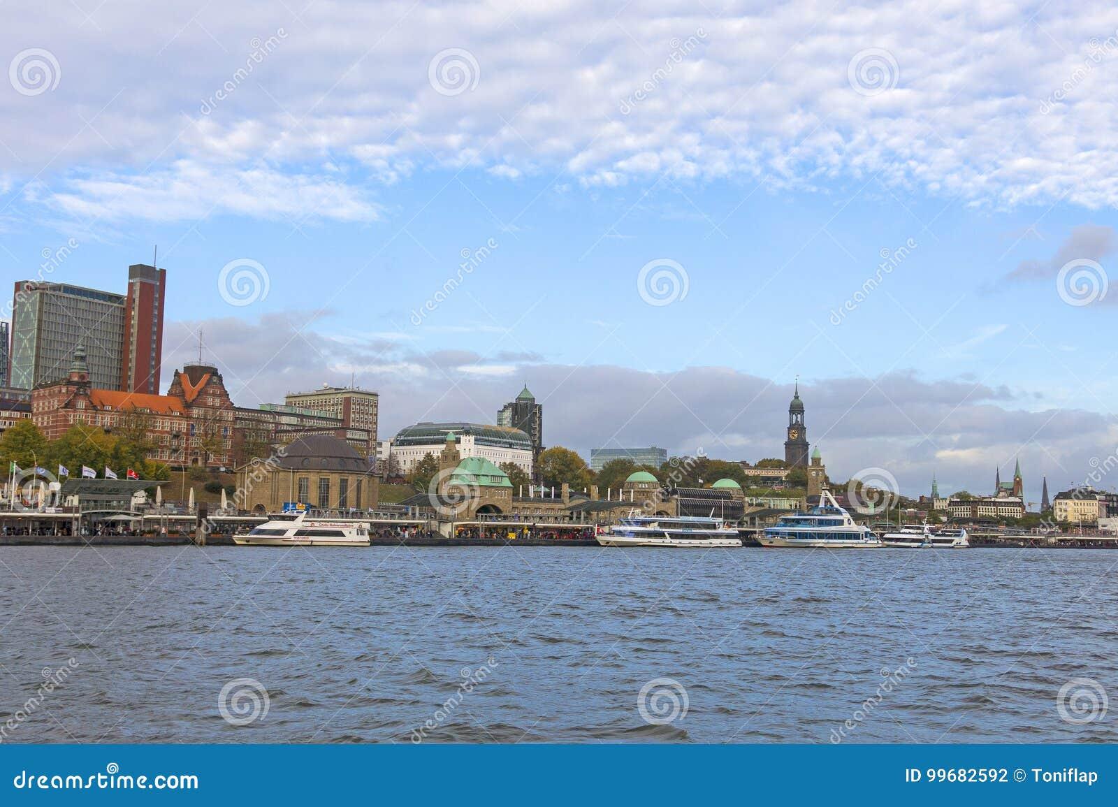 Sikt av Sten Pauli Piers, en av viktig turist- attr för Hamburg ` s