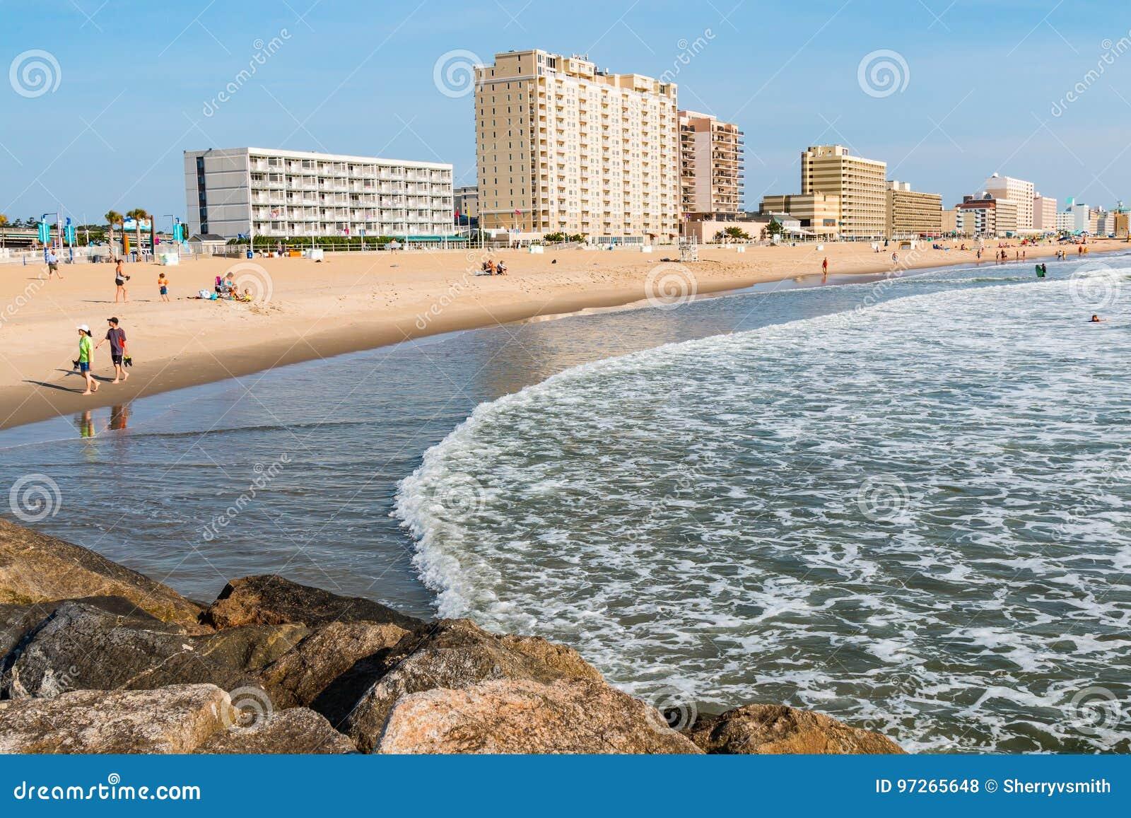Sikt av Virginia Beach Boardwalk Hotels och stranden
