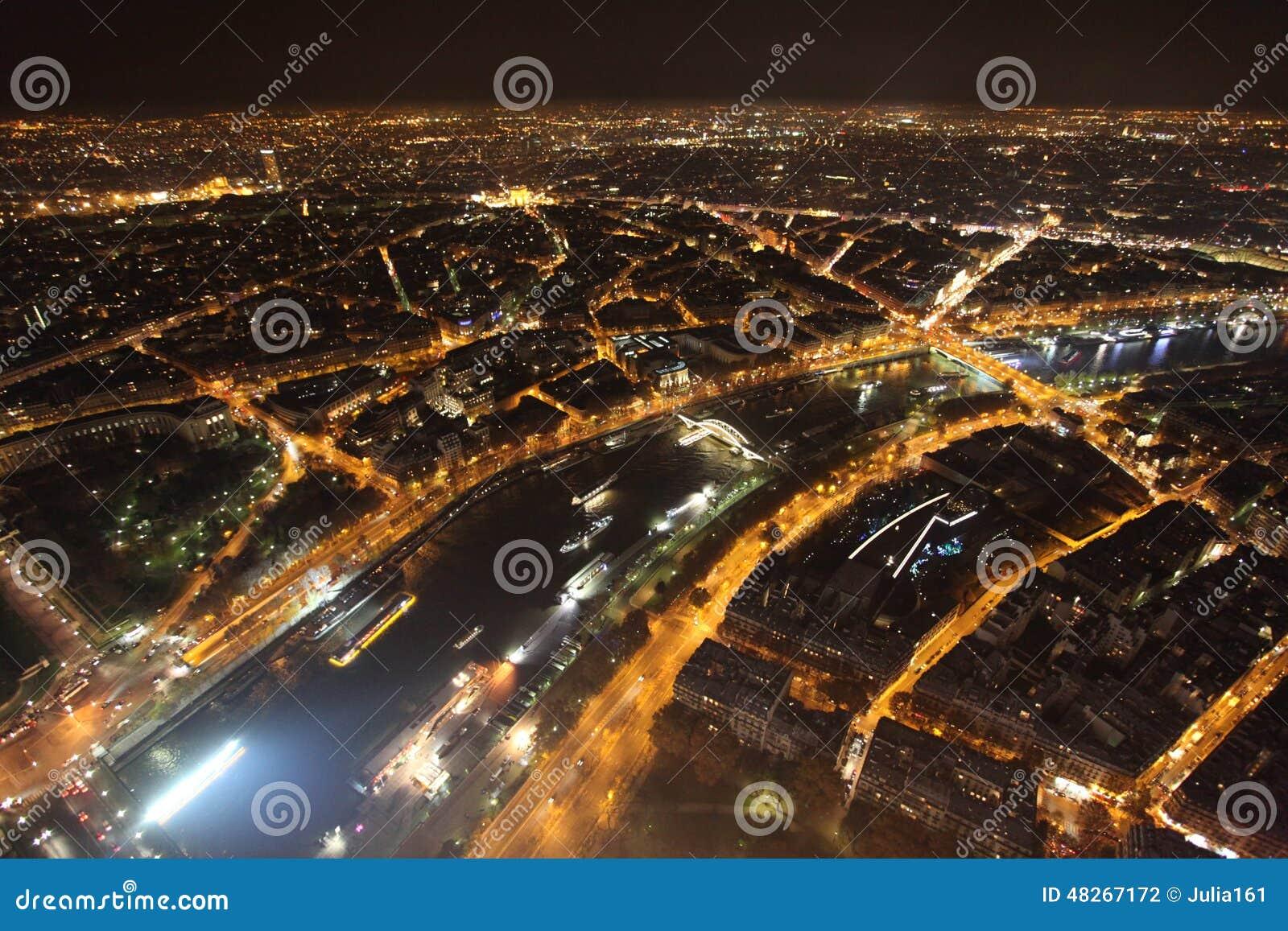 Sikt för flodSeine natt från Eiffeltorn paris