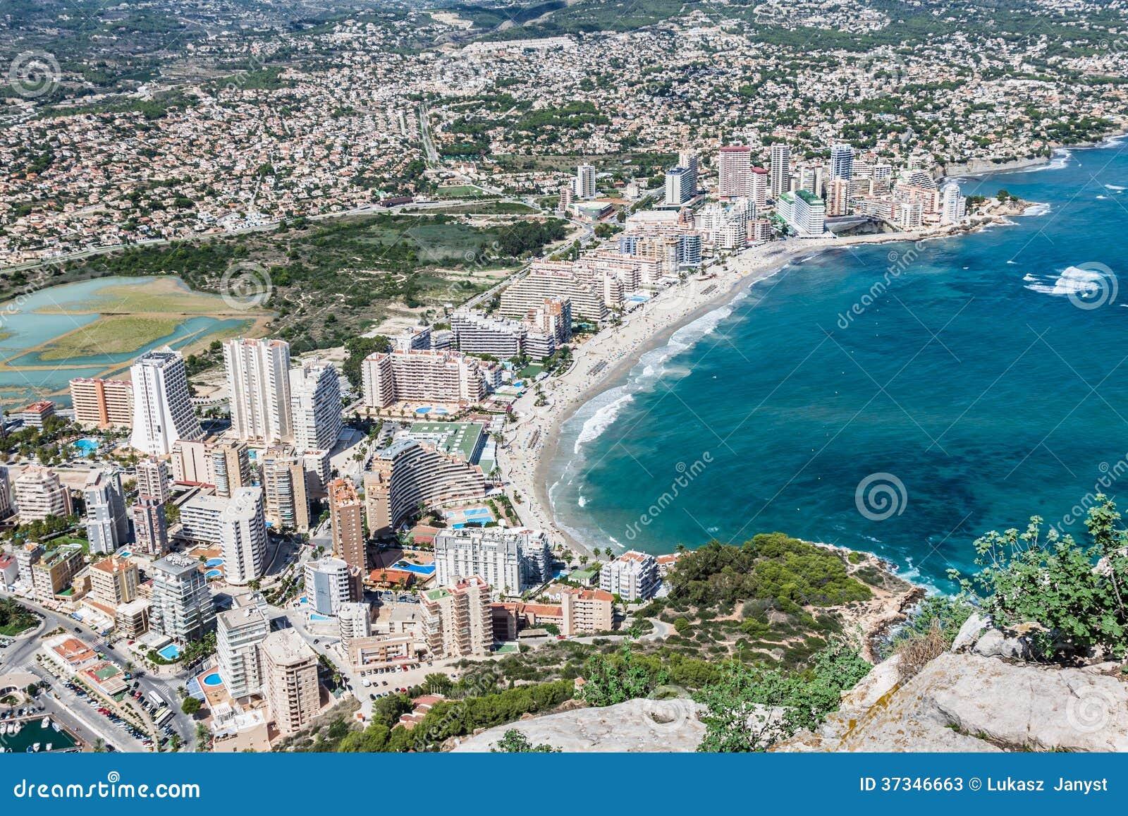 Sikt för hög vinkel av marina i Calpe, Alicante, Spanien