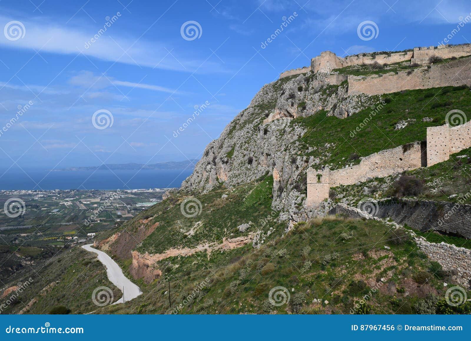 Sikt från den Acrocorinth fästningen, akropolen av forntida Corinth,