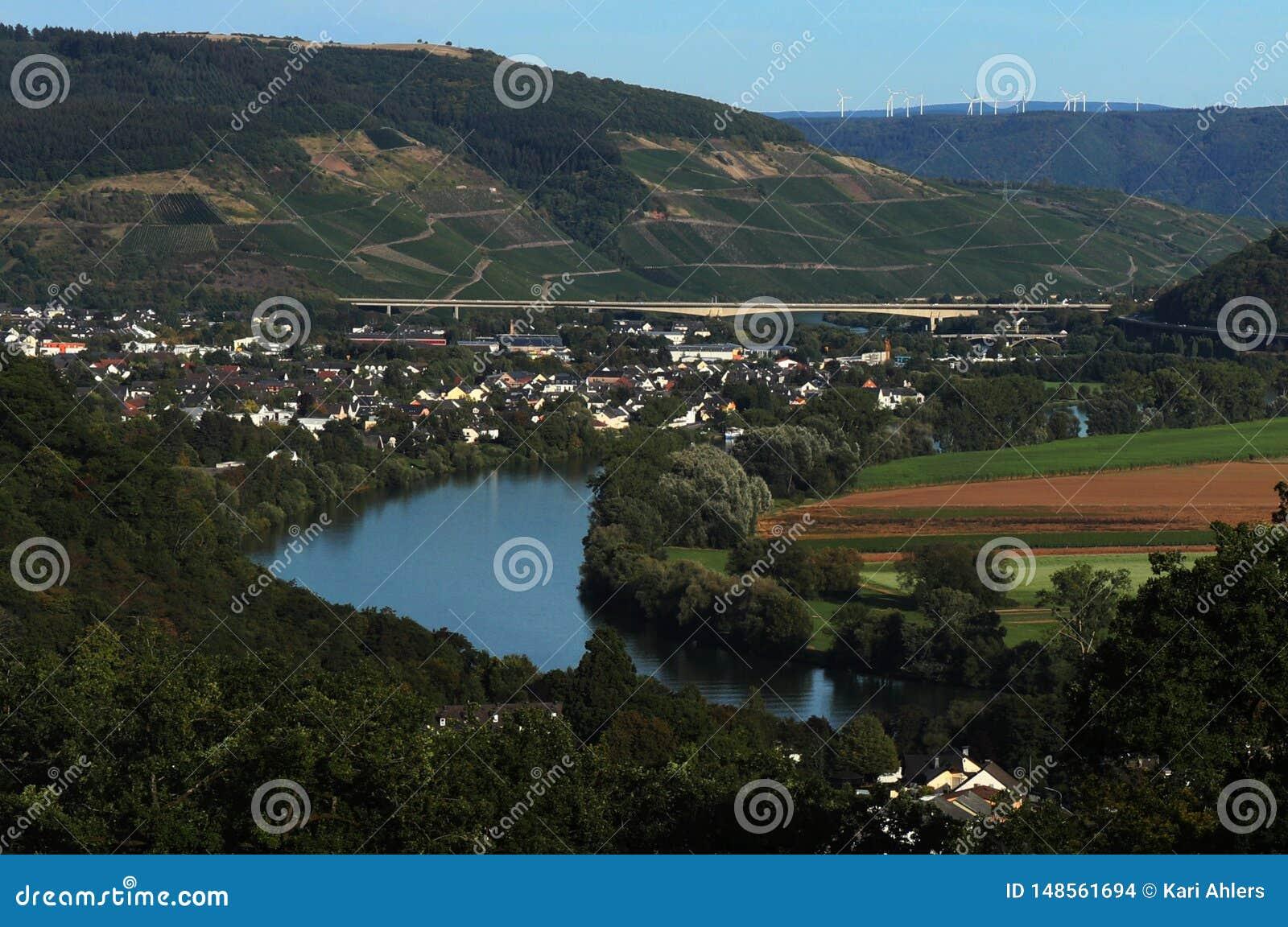 Sikt från den Moselle slingan i Tyskland