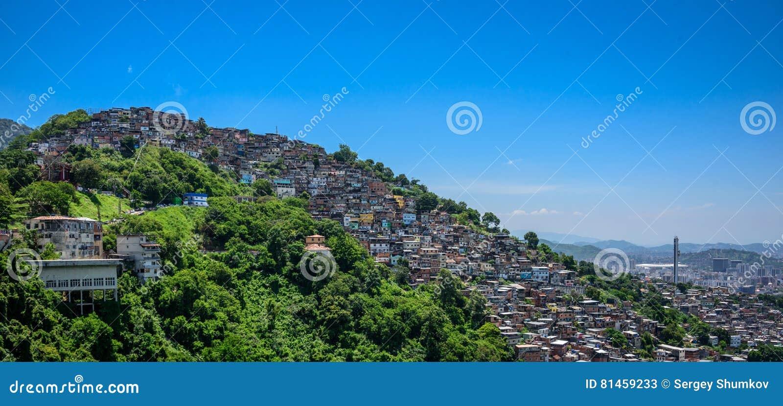 Sikt från Mirante Dona Marta till kullen av slumkvarteret, favelaMor