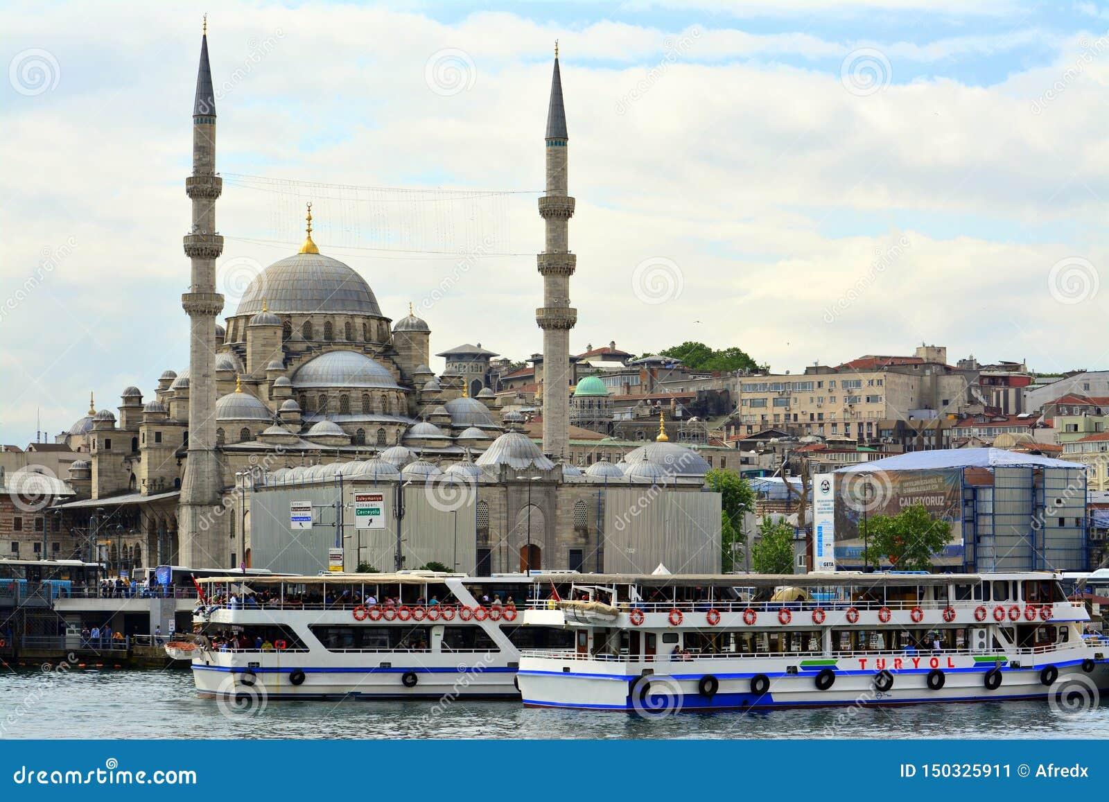 Sikt och sikt av Bosphorus, Istanbul, Turkiet bl? mosk?