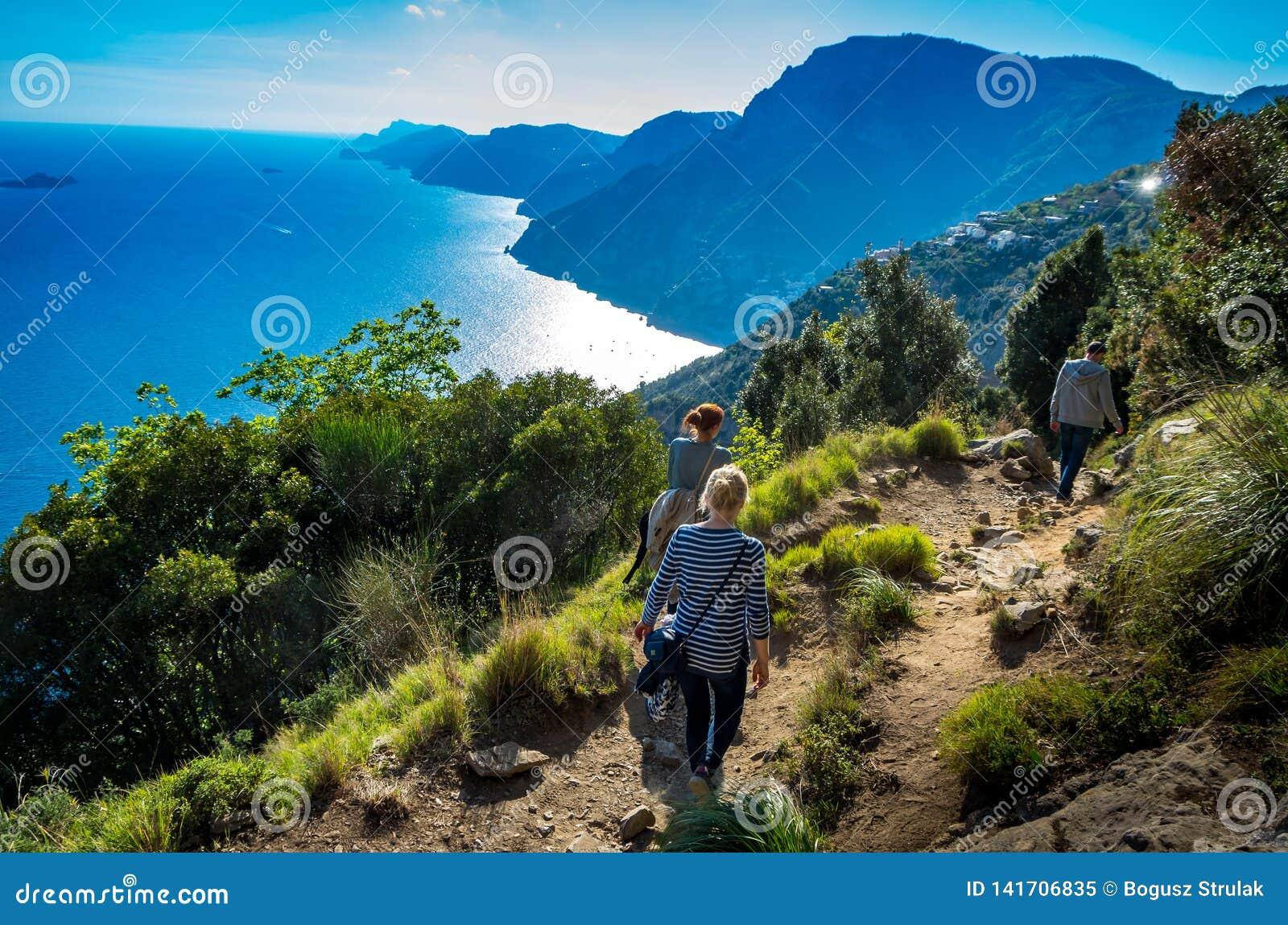 Sikt på den Amalfi kusten som ses från det trekking försöket banan av gudar