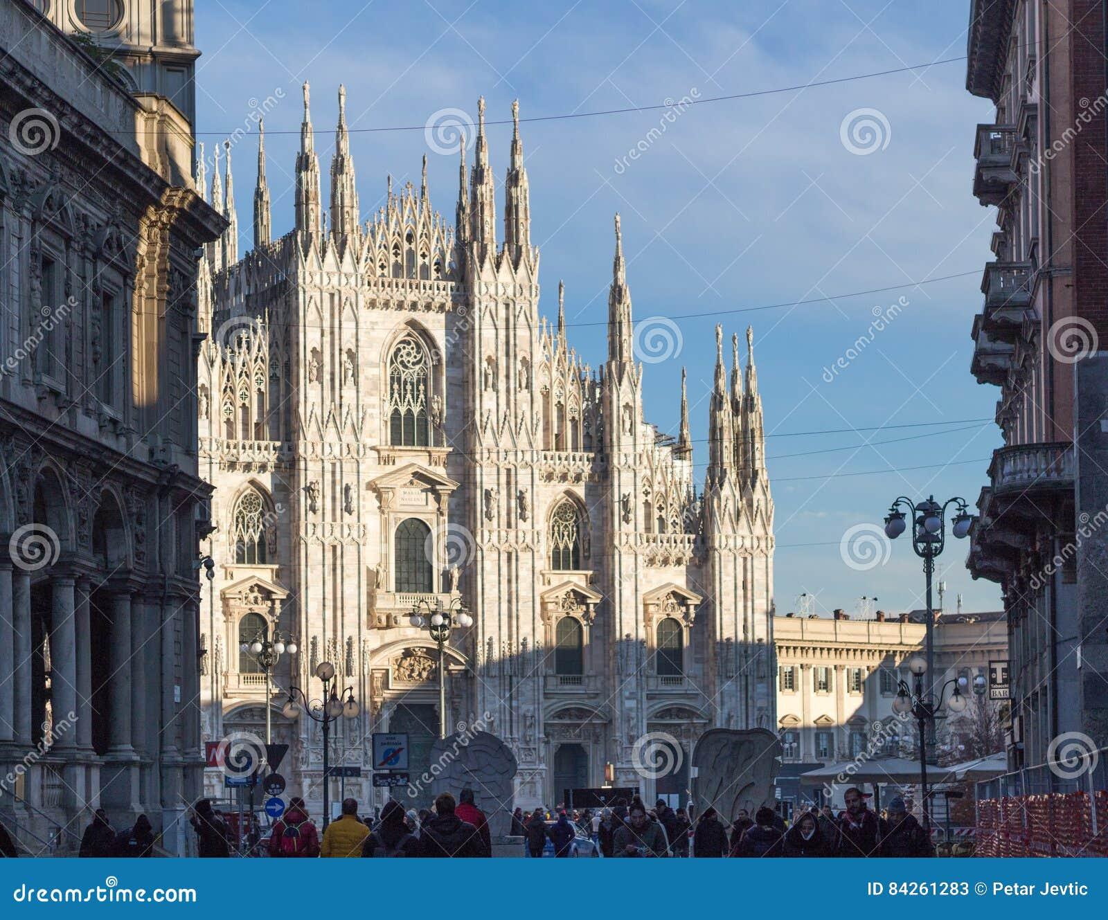 Sikt på duomoen Catedral, Milan, Italien