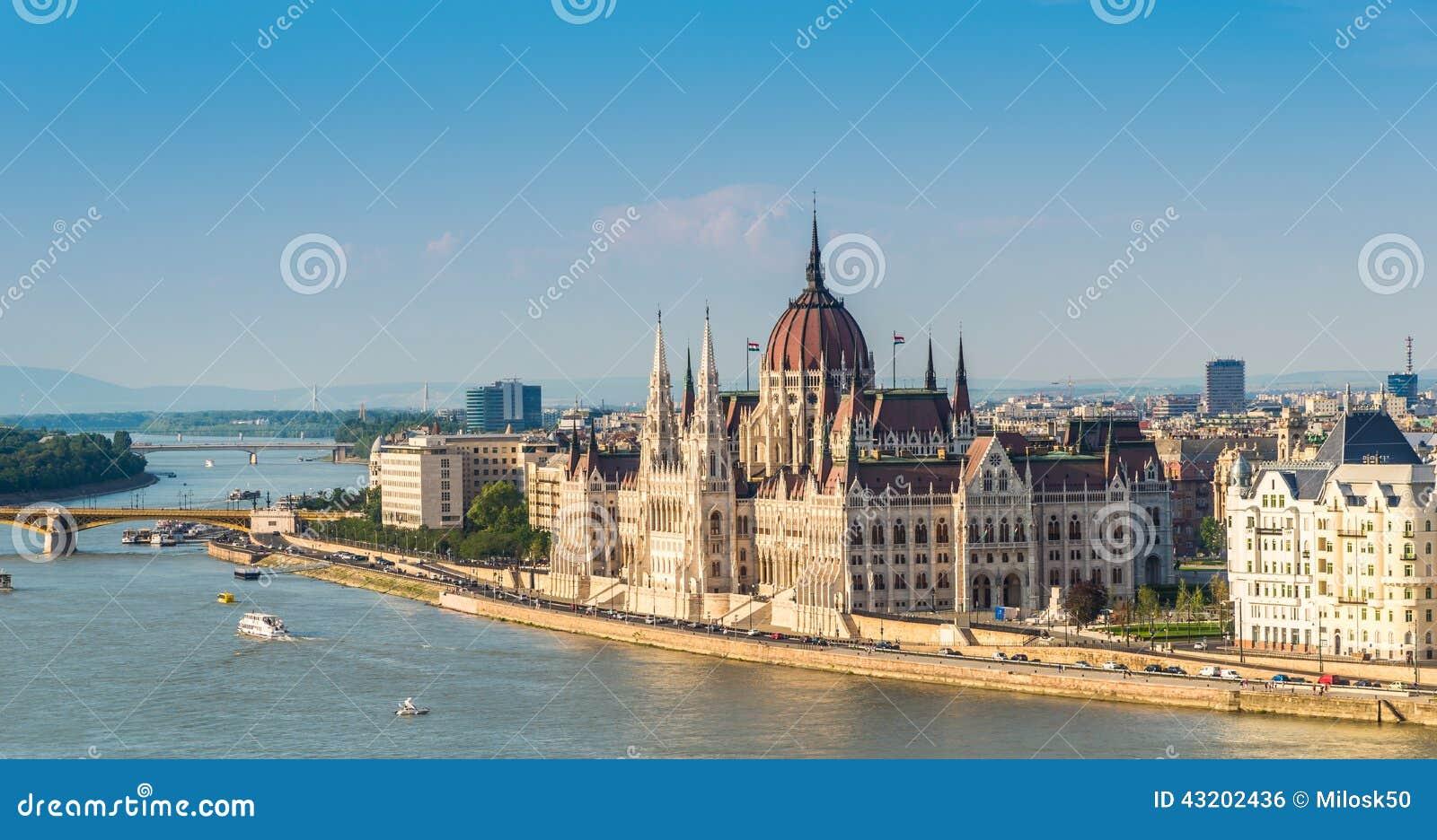 Download Sikt På Parlamentet I Budapest Arkivfoto - Bild av historia, fotvandra: 43202436