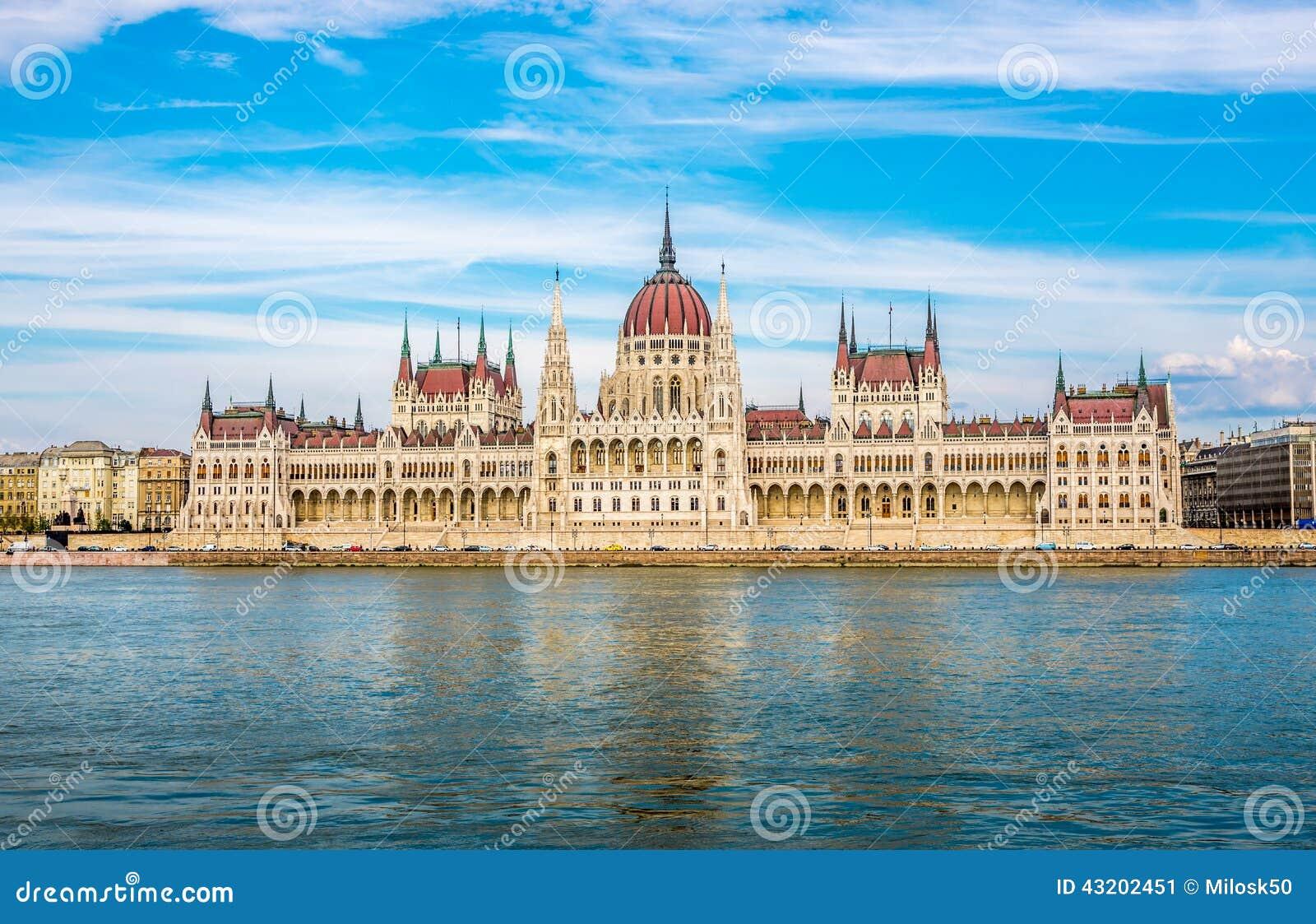 Download Sikt På Parlamentet I Budapest Fotografering för Bildbyråer - Bild av fotvandra, historia: 43202451