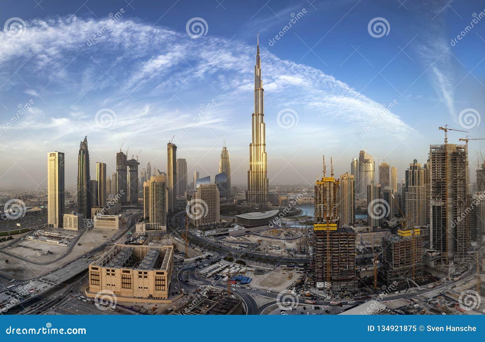 Sikt till affärsfjärden av Dubai horisont, UAE
