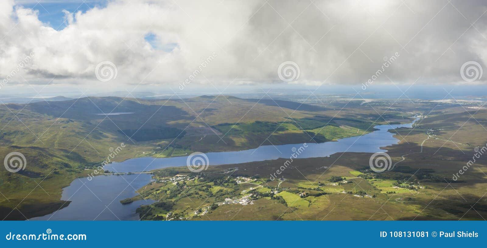 Sikt uppifrån av monteringen Errigal, Co Donegal