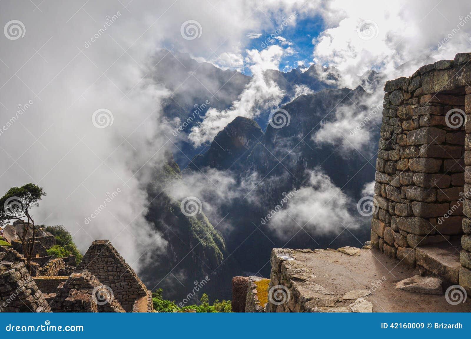 Sikten över den Machu Picchu incaen fördärvar, Peru