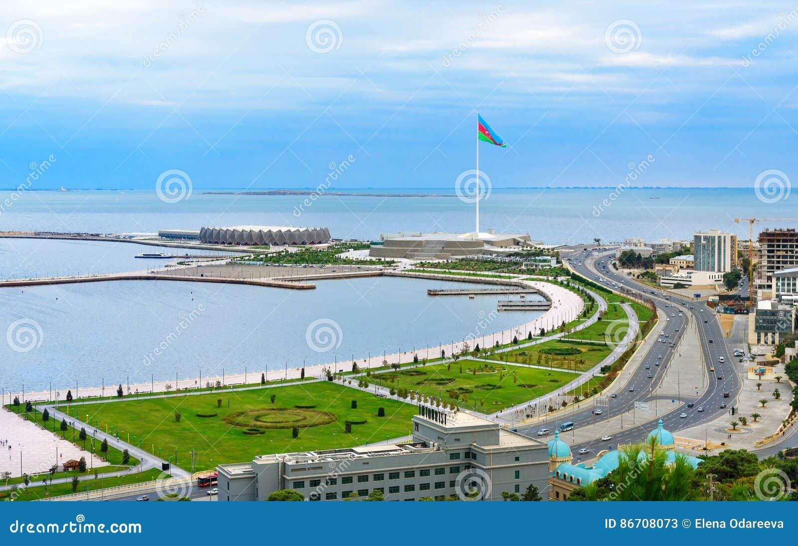 Sikten av staden Baku och nationsflaggan kvadrerar