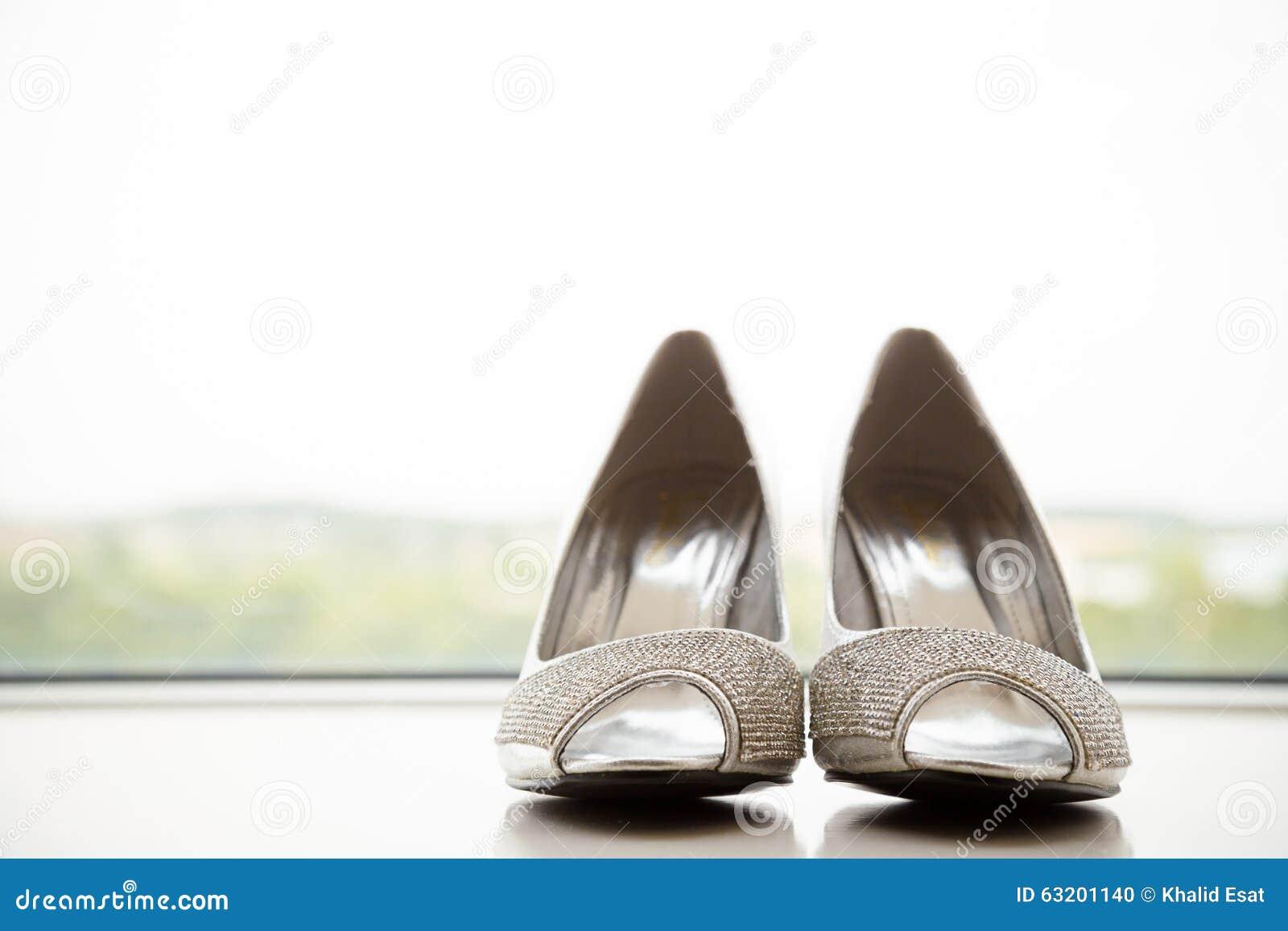 Silberne Brautschuhe Stockfoto Bild Von Braute Silber 63201140