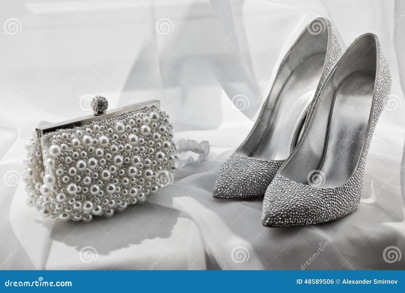 Silberne Schuhe Des Funkelns Und Handtasche Stockfoto Bild Von