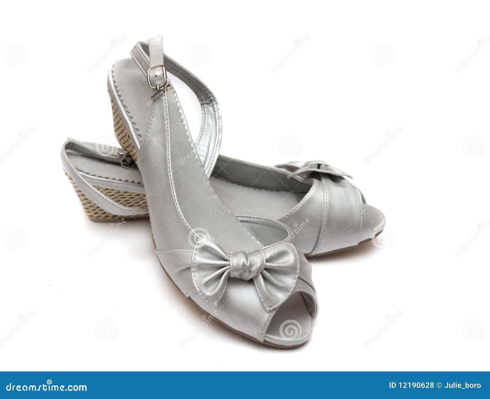 bce89d440d0723 Silberne weibliche Schuhe stockfoto. Bild von fashion - 12190628
