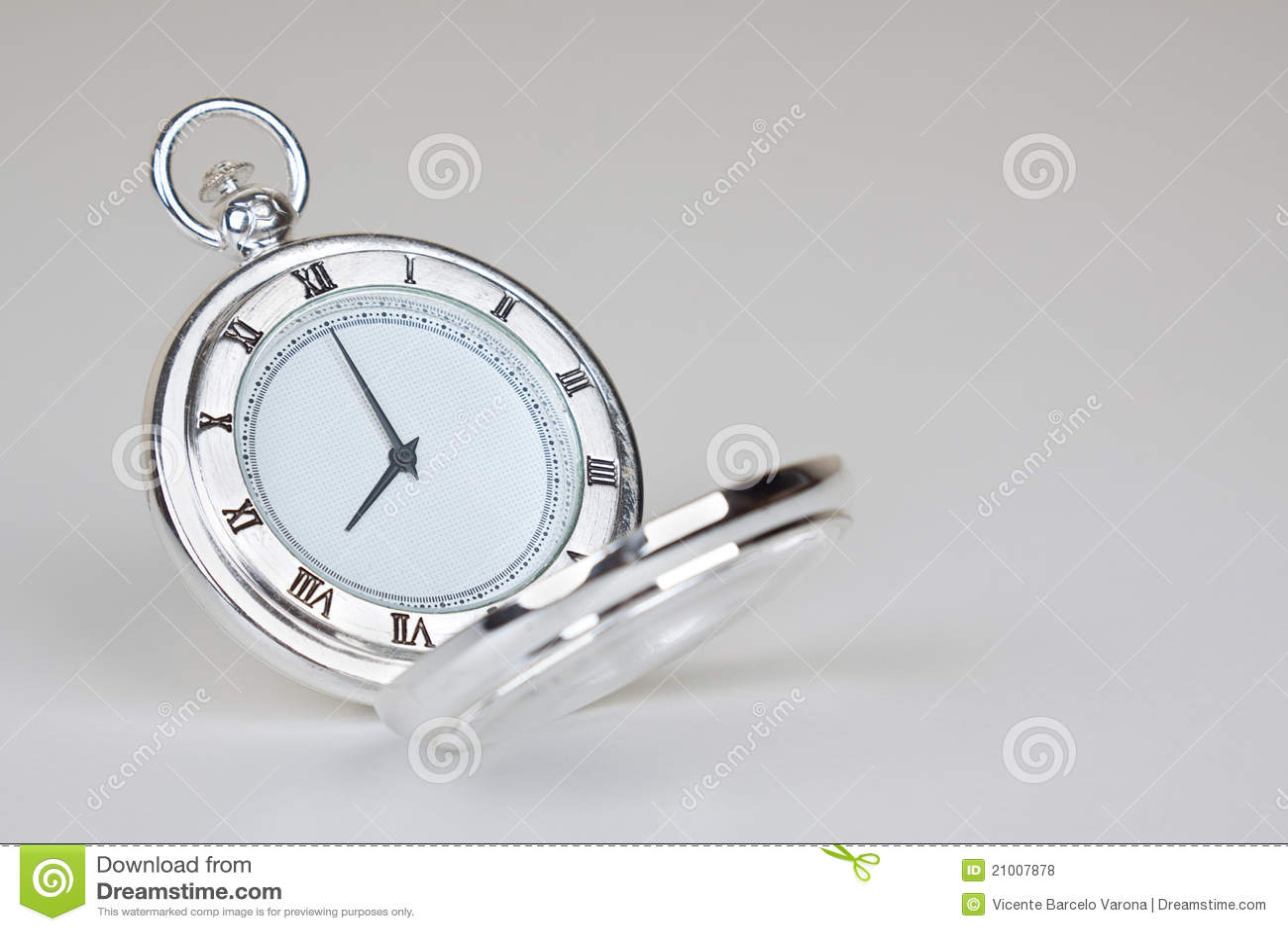 Silbrige klassische Uhr