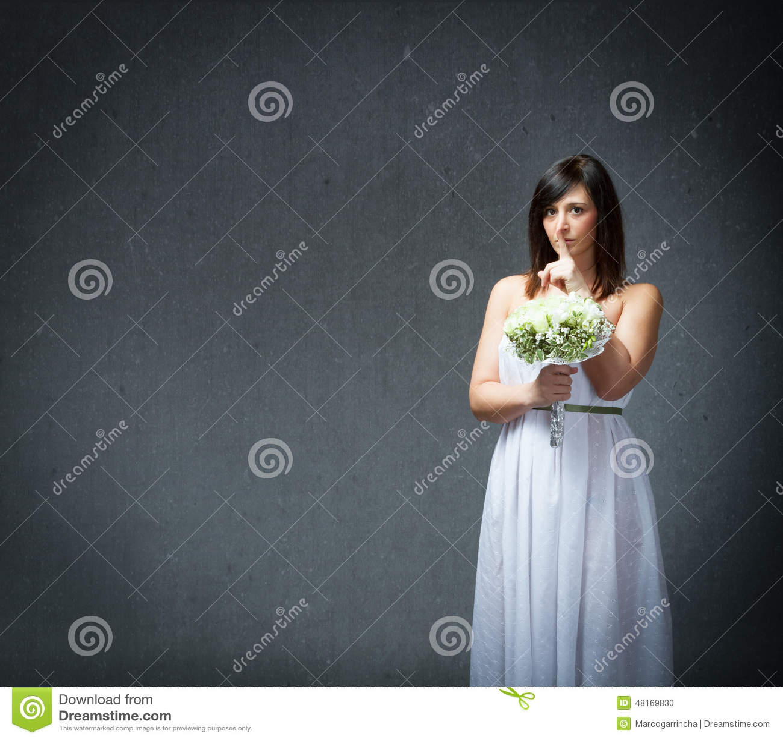 Silenzio in un vestito da matrimonio