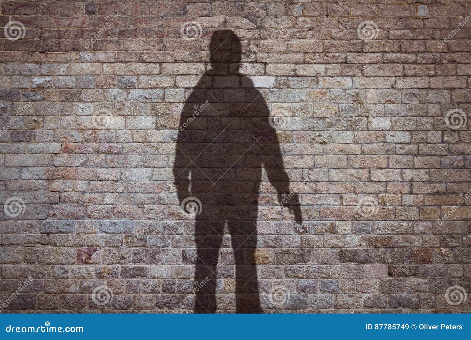Silhouet van een mens met een kanon