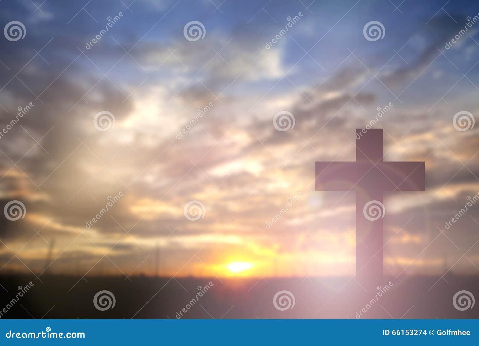 Silhouet van Jesus met Kruis over zonsondergangconcept voor godsdienst,