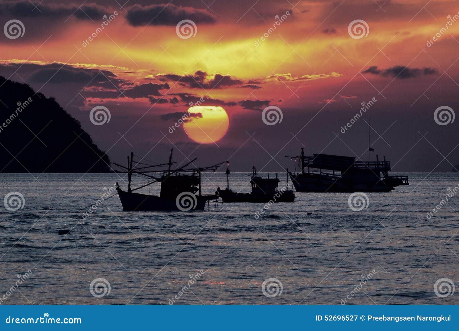 Silhouet vissersboten