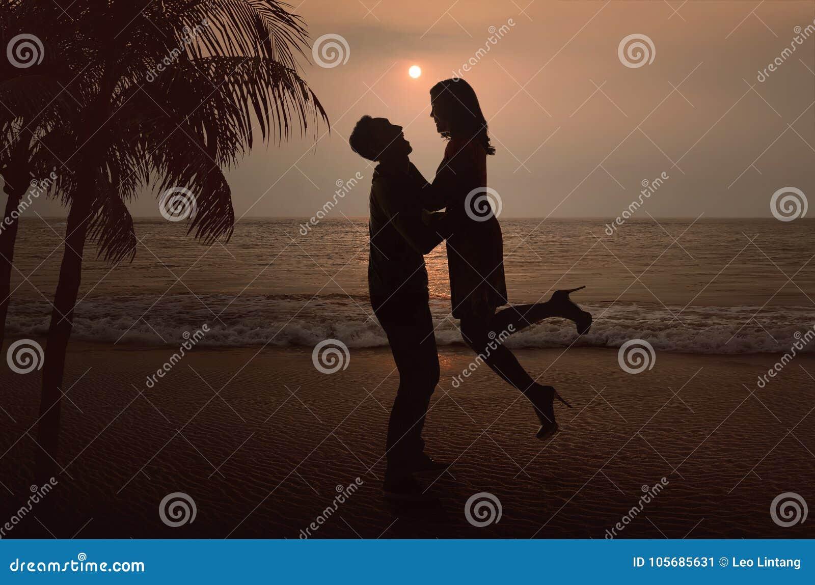 https://thumbs.dreamstime.com/z/silhouette-asian-couple-love-beach-sunset-105685631.jpg