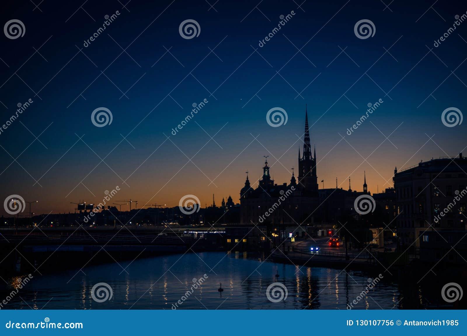 Silhouette d horizon de paysage urbain de Stockholm au coucher du soleil, crépuscule, Suédois