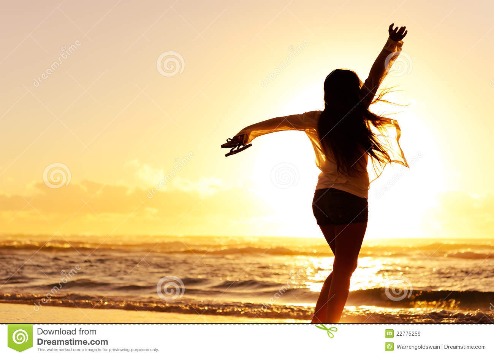 Silhouette d une danse heureuse de femme