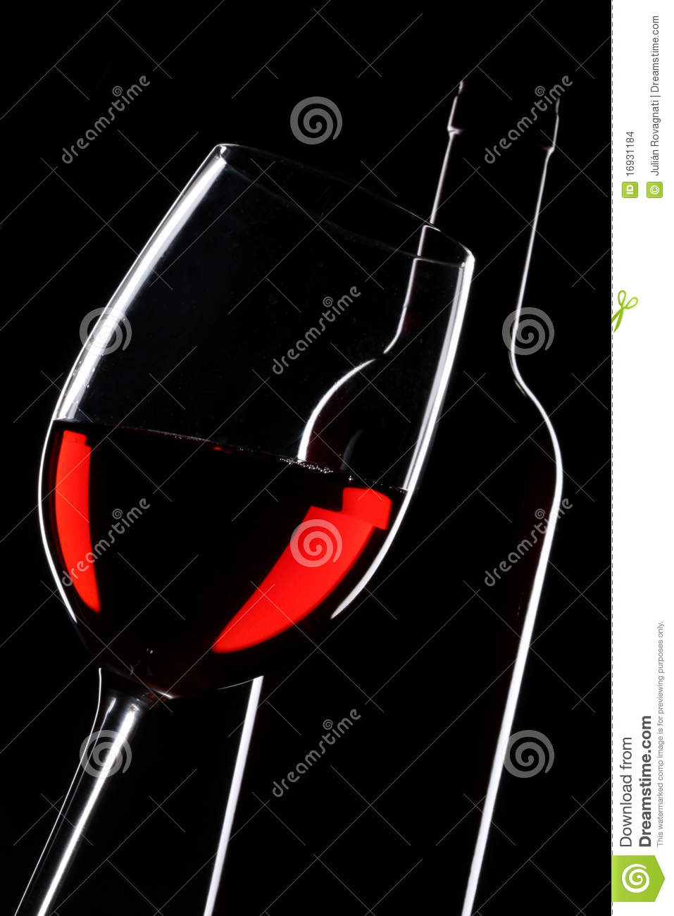 silhouette de bouteille et en verre de vin rouge photo stock image 16931184. Black Bedroom Furniture Sets. Home Design Ideas
