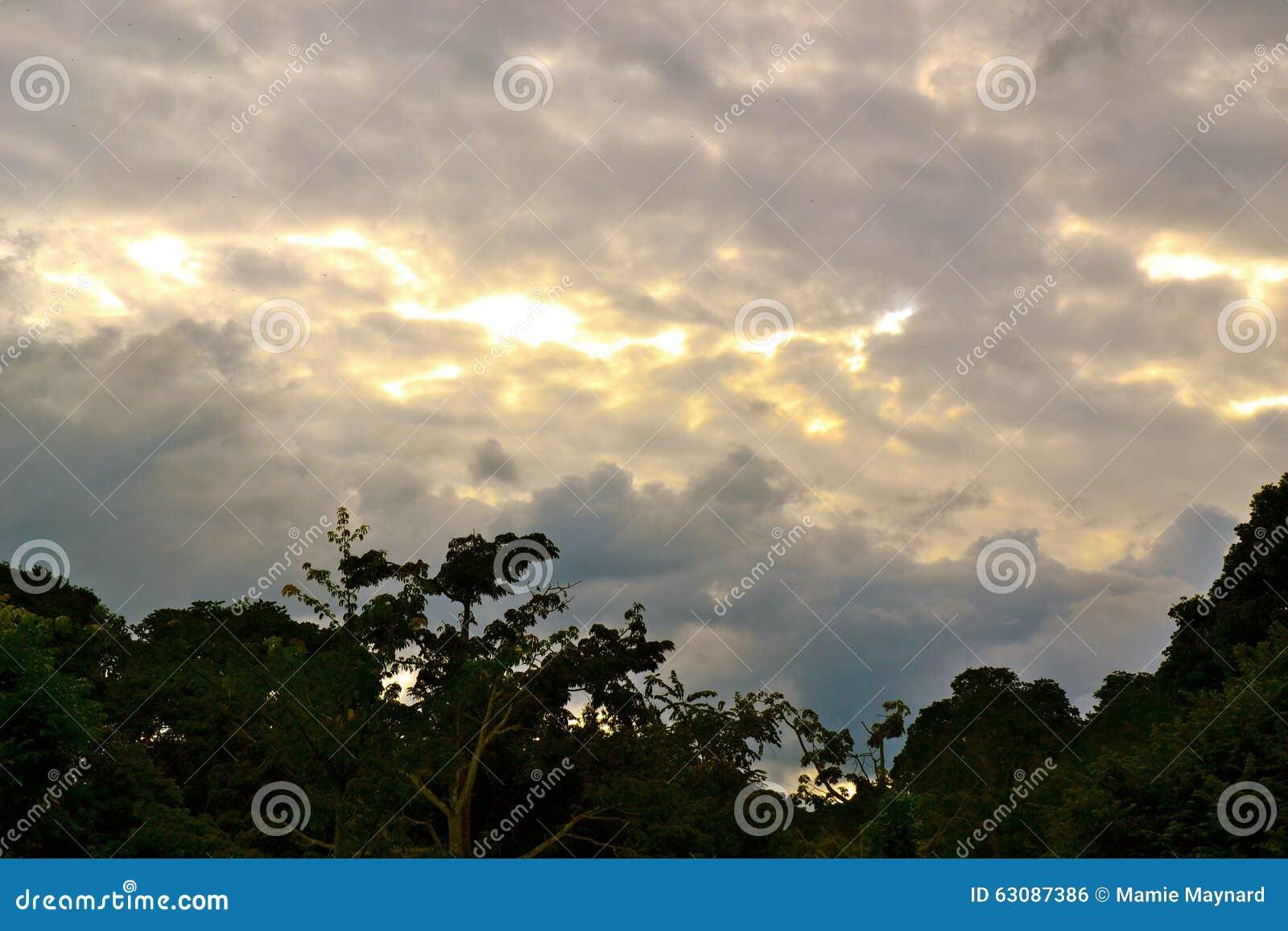Download Silhouette de ciel photo stock. Image du cloudscape, storm - 63087386