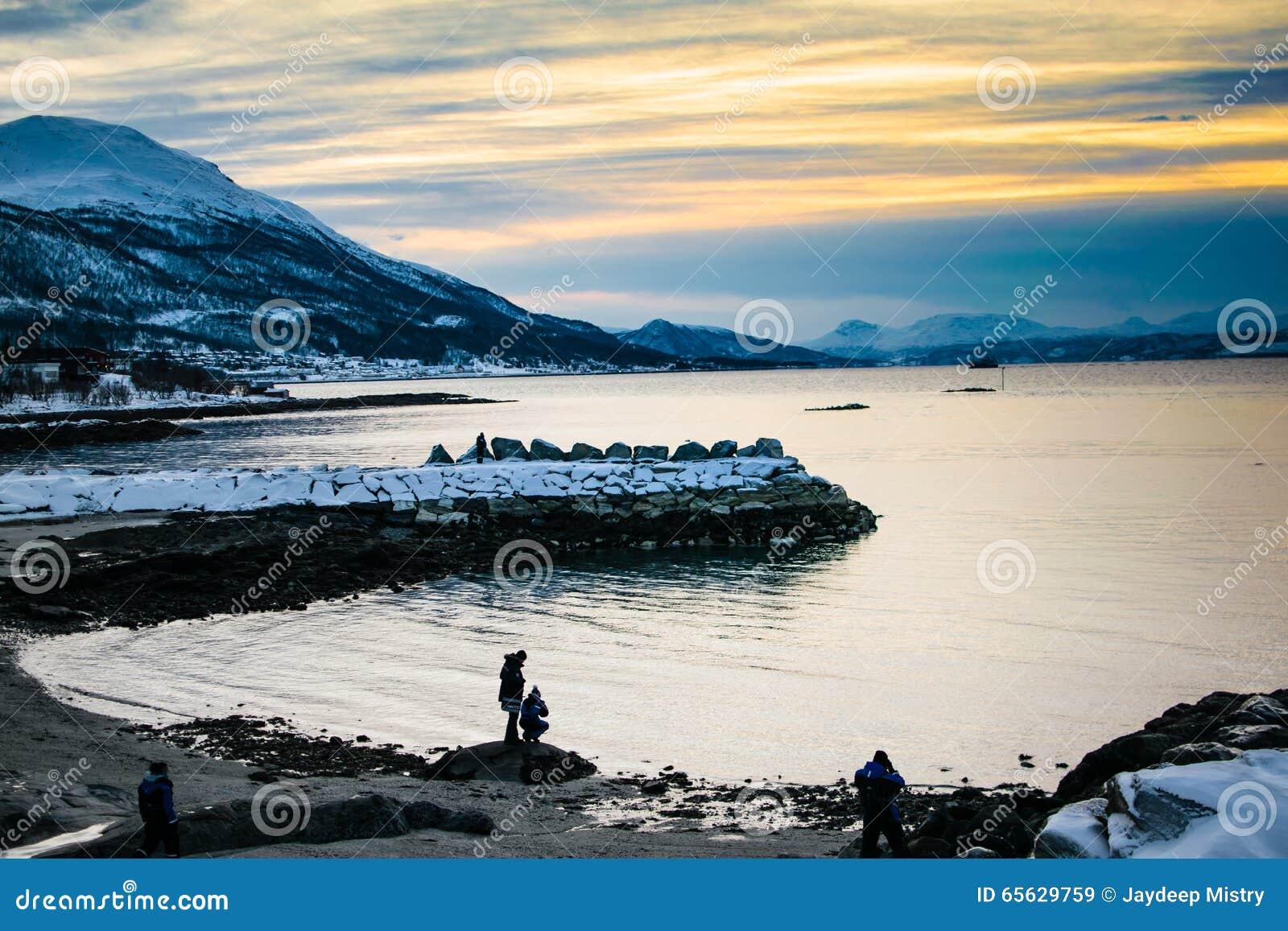 Silhouette de montagnes d Ersfjordbotn