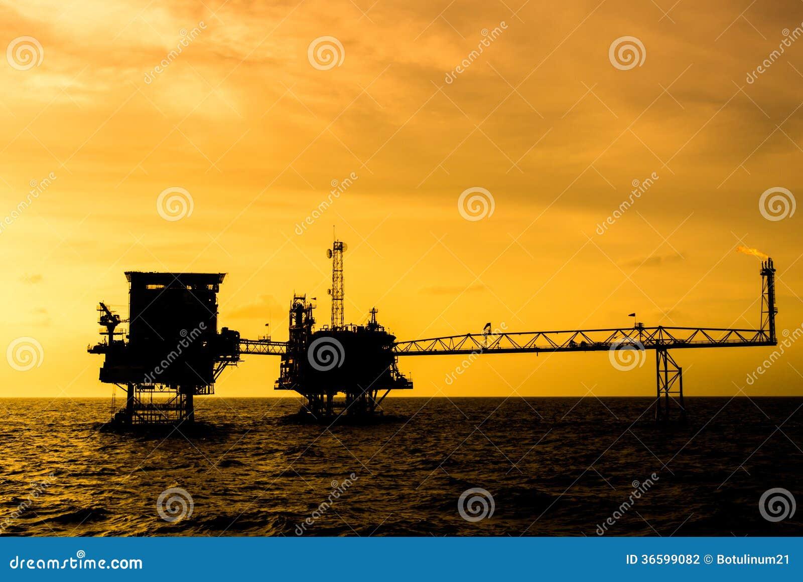 Silhouette de plateforme pétrolière