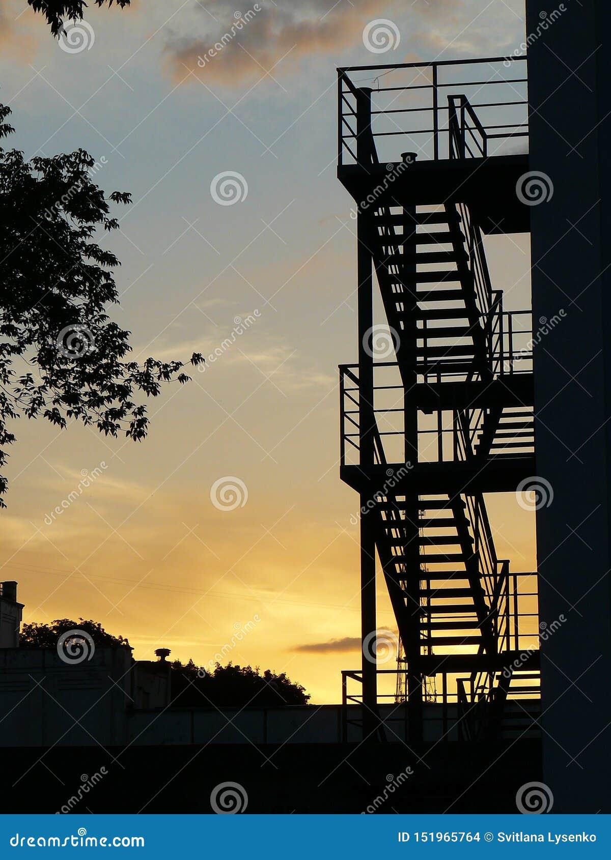 Silhouette des escaliers au coucher du soleil