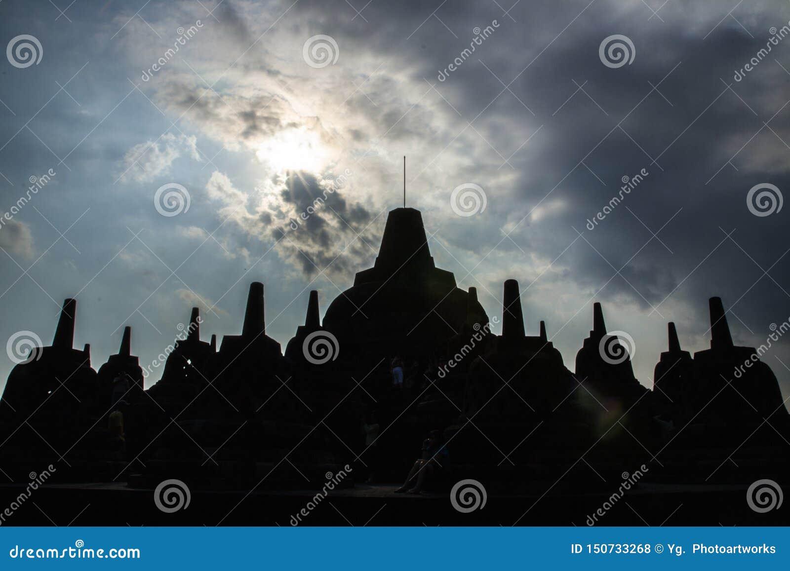 Silhouette Stupa au temple de Borobudur