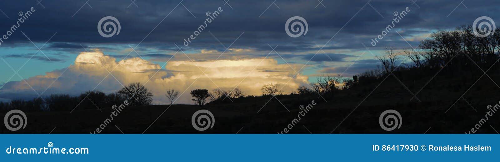 Silhouetten en Wolken