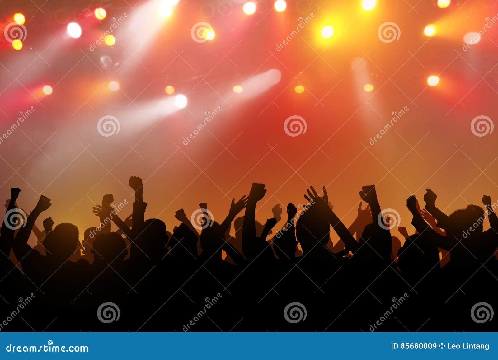 Silhouetten van dansende mensen met handen