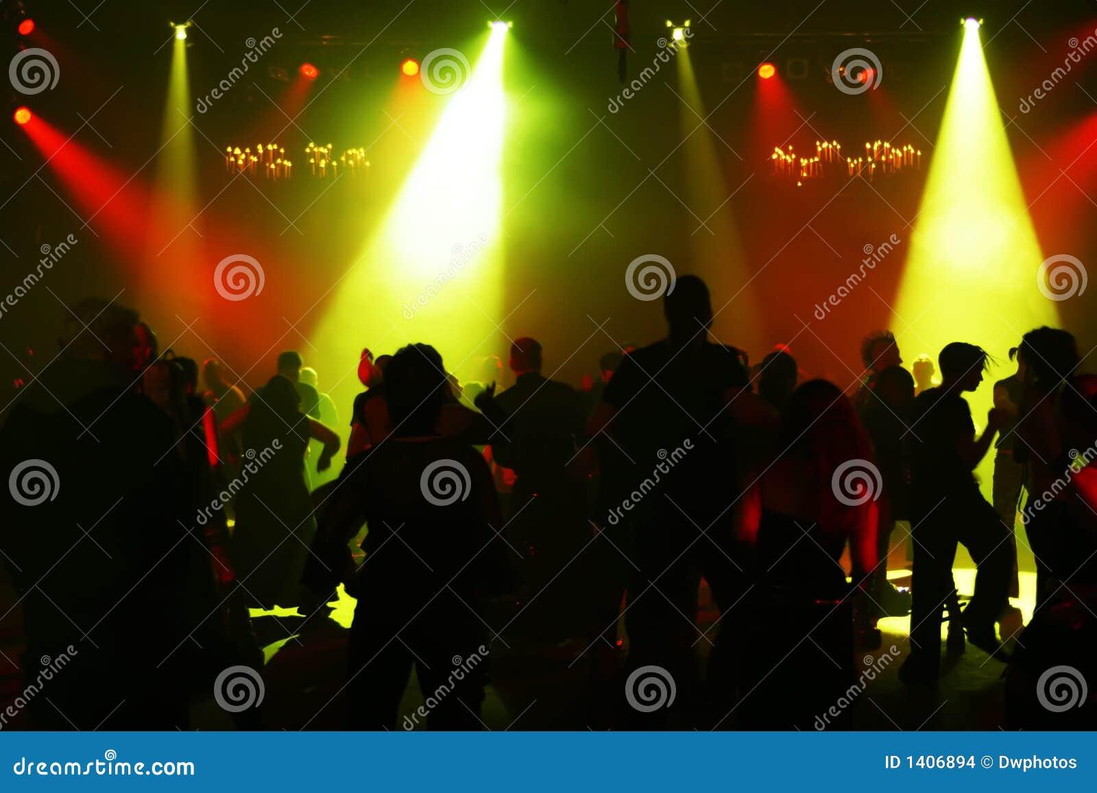 Silhouettes des adolescents d une danse