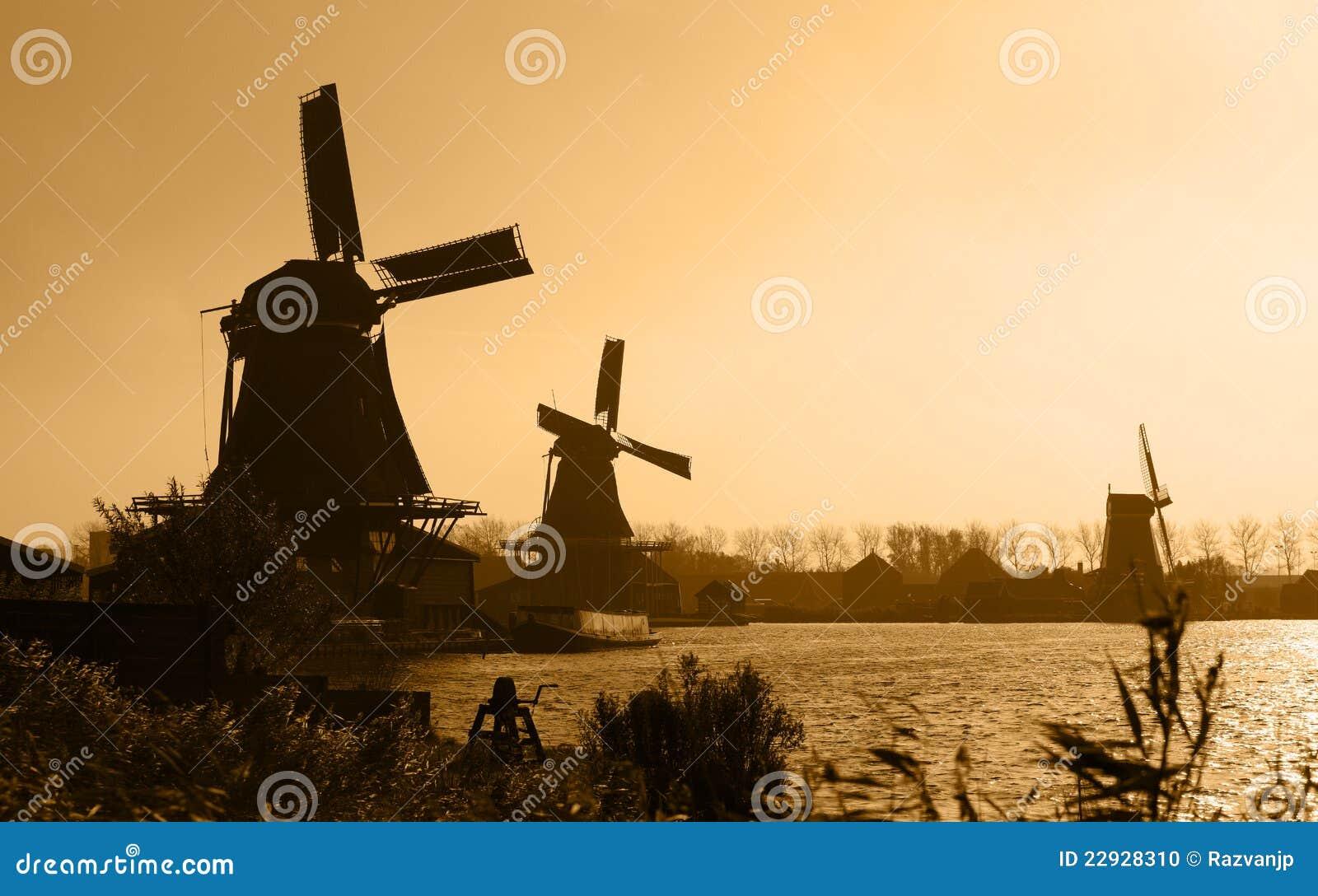 Silhouettes hollandaises de moulins à vent