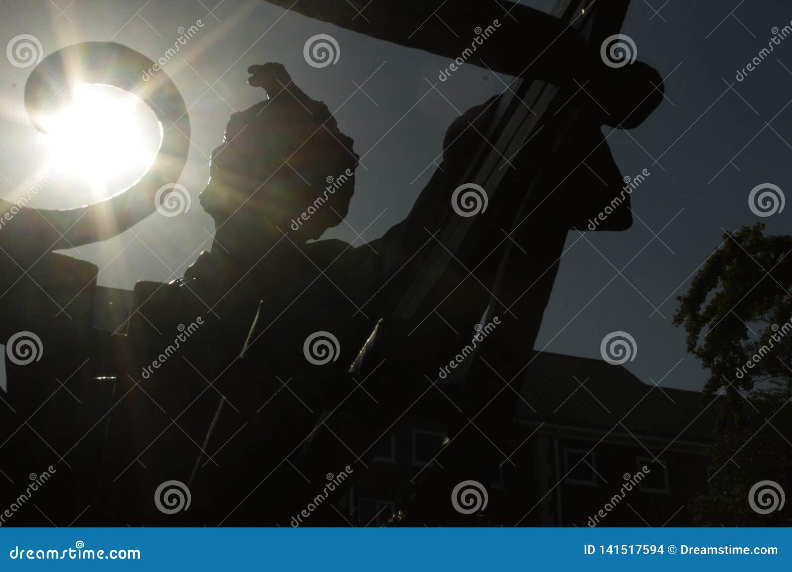 Silhueta da estátua de Abraham Lincoln com sol