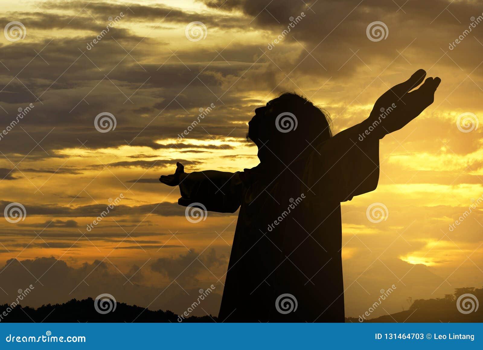 Silhueta da posição de Jesus christ com braços aumentados