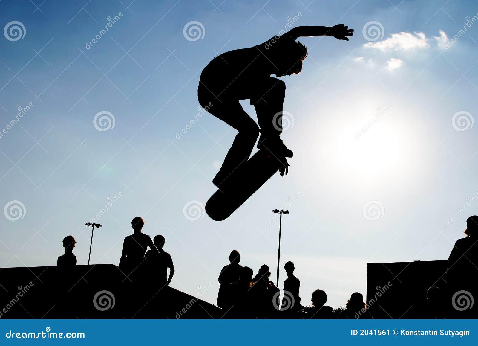Silhueta de salto do skater