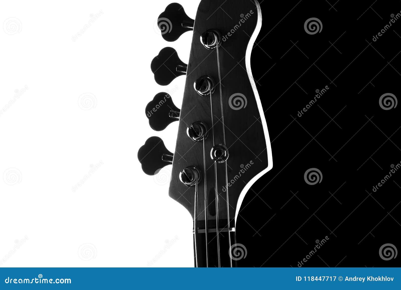 Silhueta de uma guitarra-baixo elétrica em um fundo preto e branco de contraste Fim acima