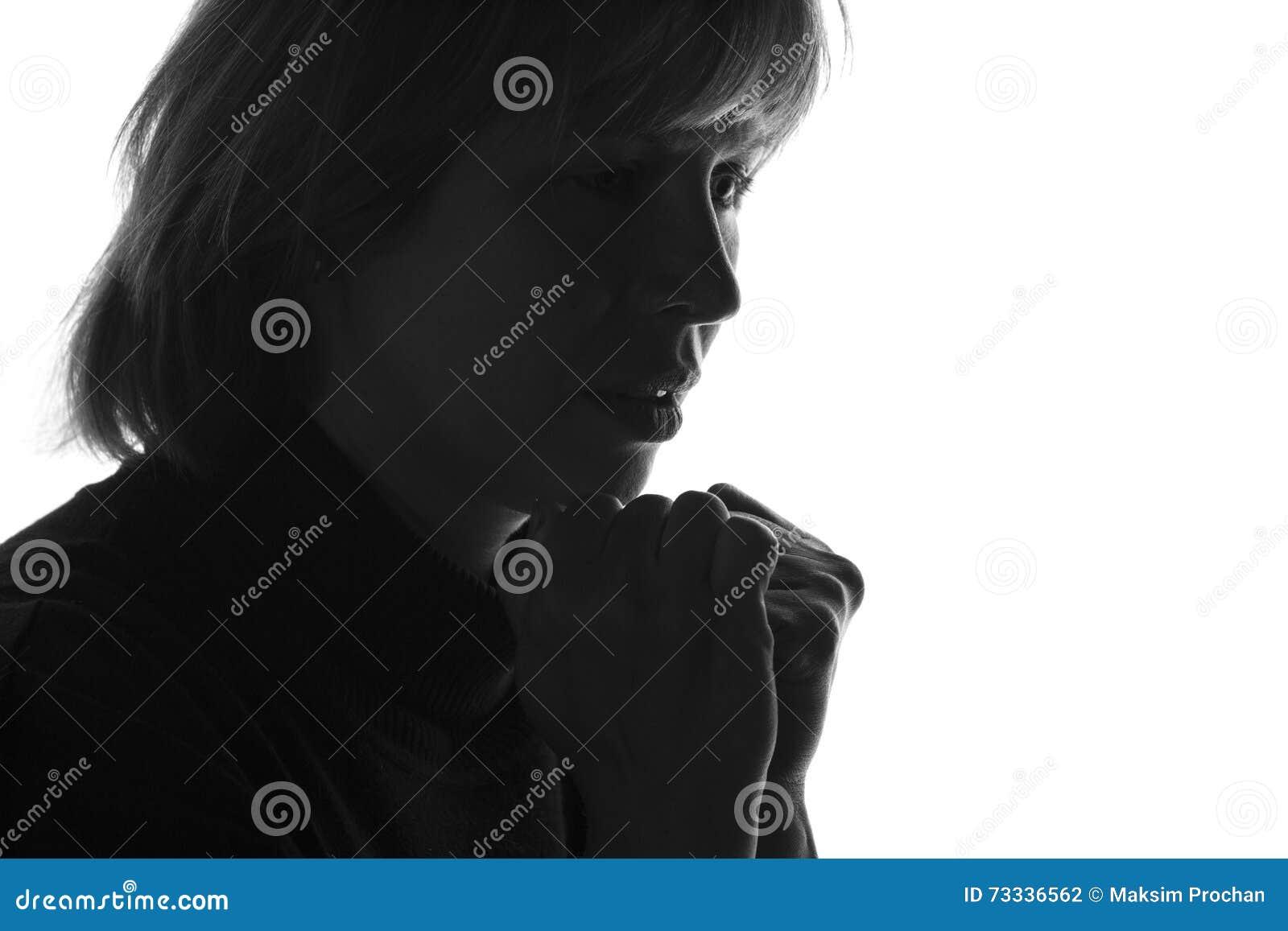 Silhueta De Uma Mulher Pensativa Triste Foto De Stock