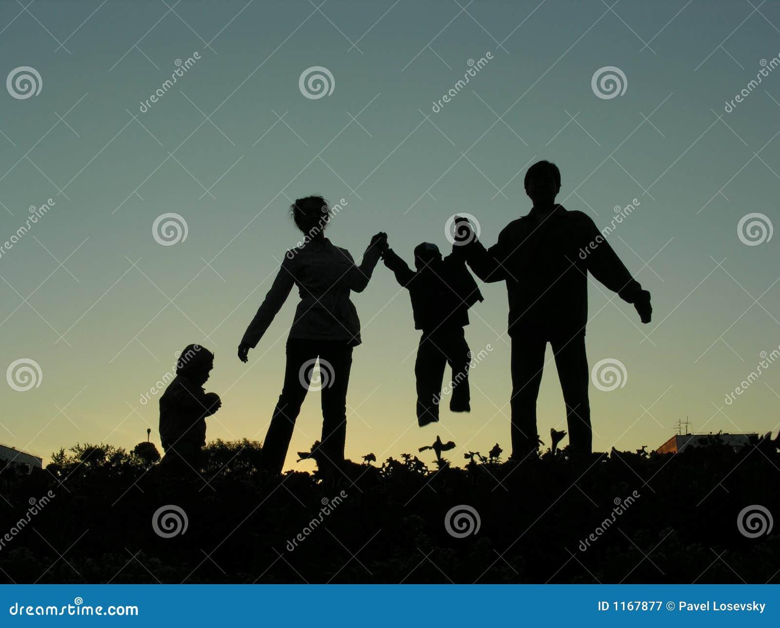 Silhueta do agregado familiar com quatro membros