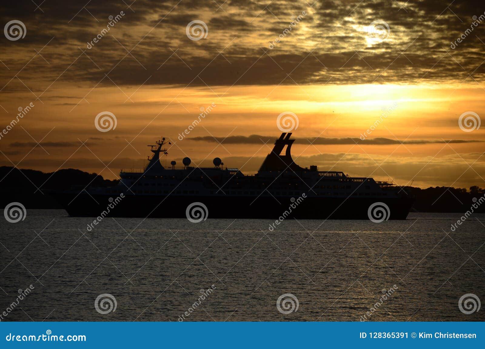 Silhueta do navio de cruzeiros