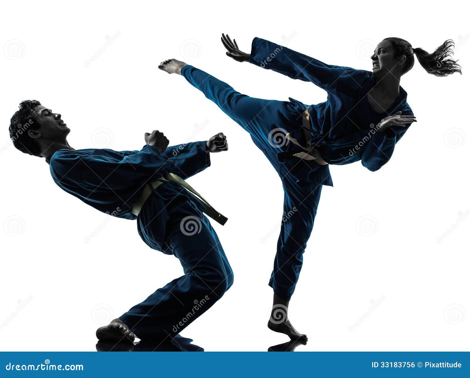 Silhueta dos pares da mulher do homem das artes marciais do vietvodao do karaté