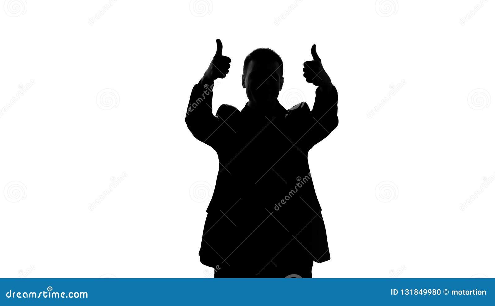 Silhueta feliz do homem de negócios que mostra os polegares acima, sucesso, grande realização