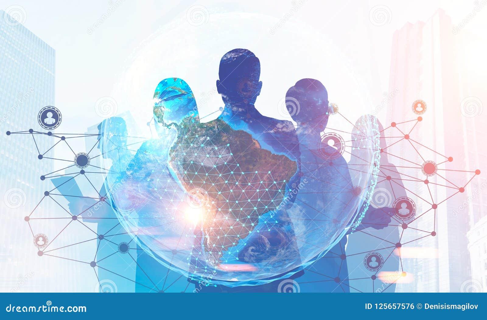 Silhuetas da equipe do negócio, gráfico na rede global