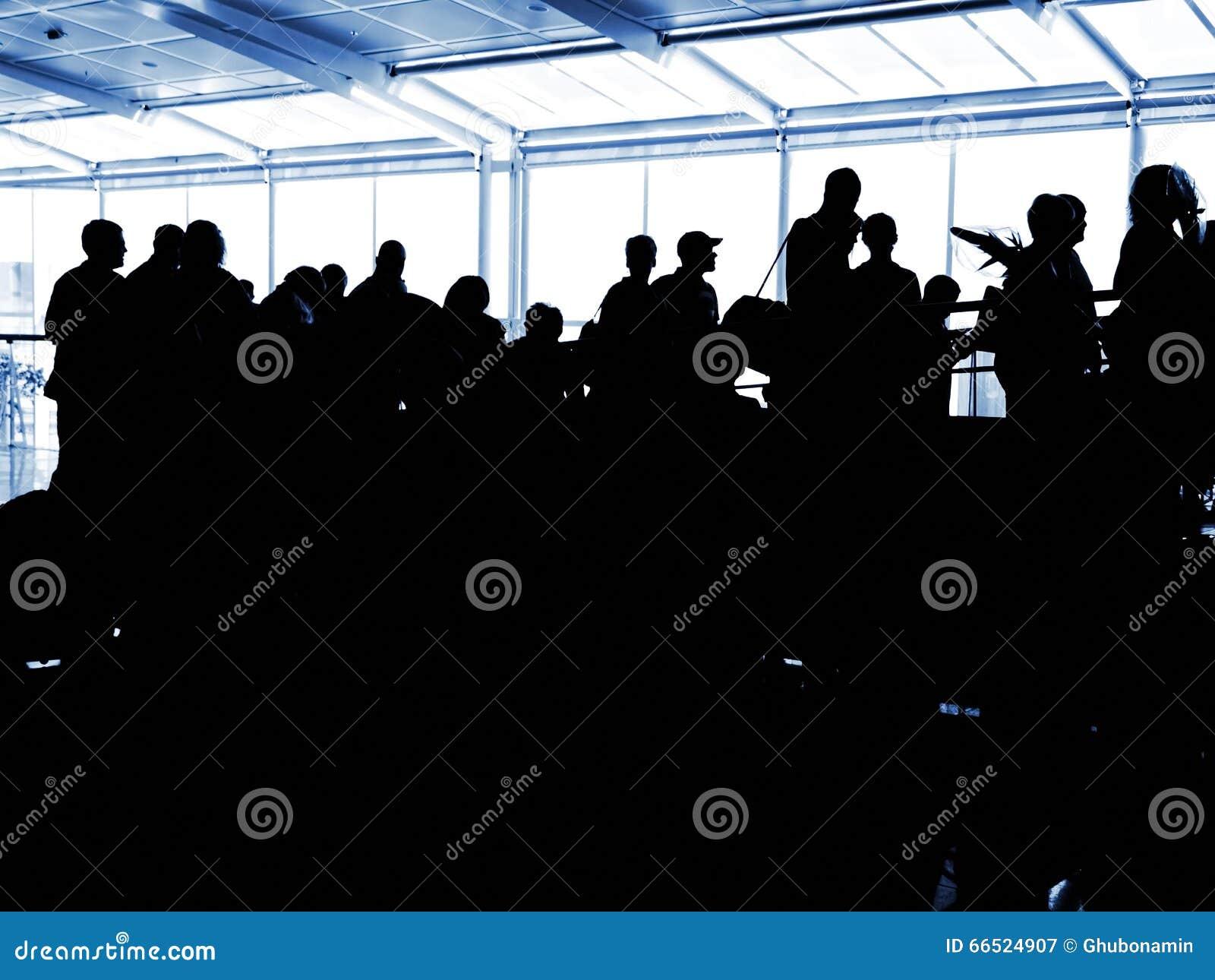 Silhuetas do aeroporto dos povos